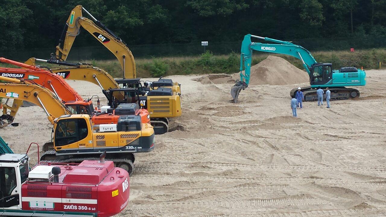 <p>Kobelco International voert op het terrein van IPC Groene Ruimte testen uit van hun nieuwste modellen grondverzetmachines.</p>