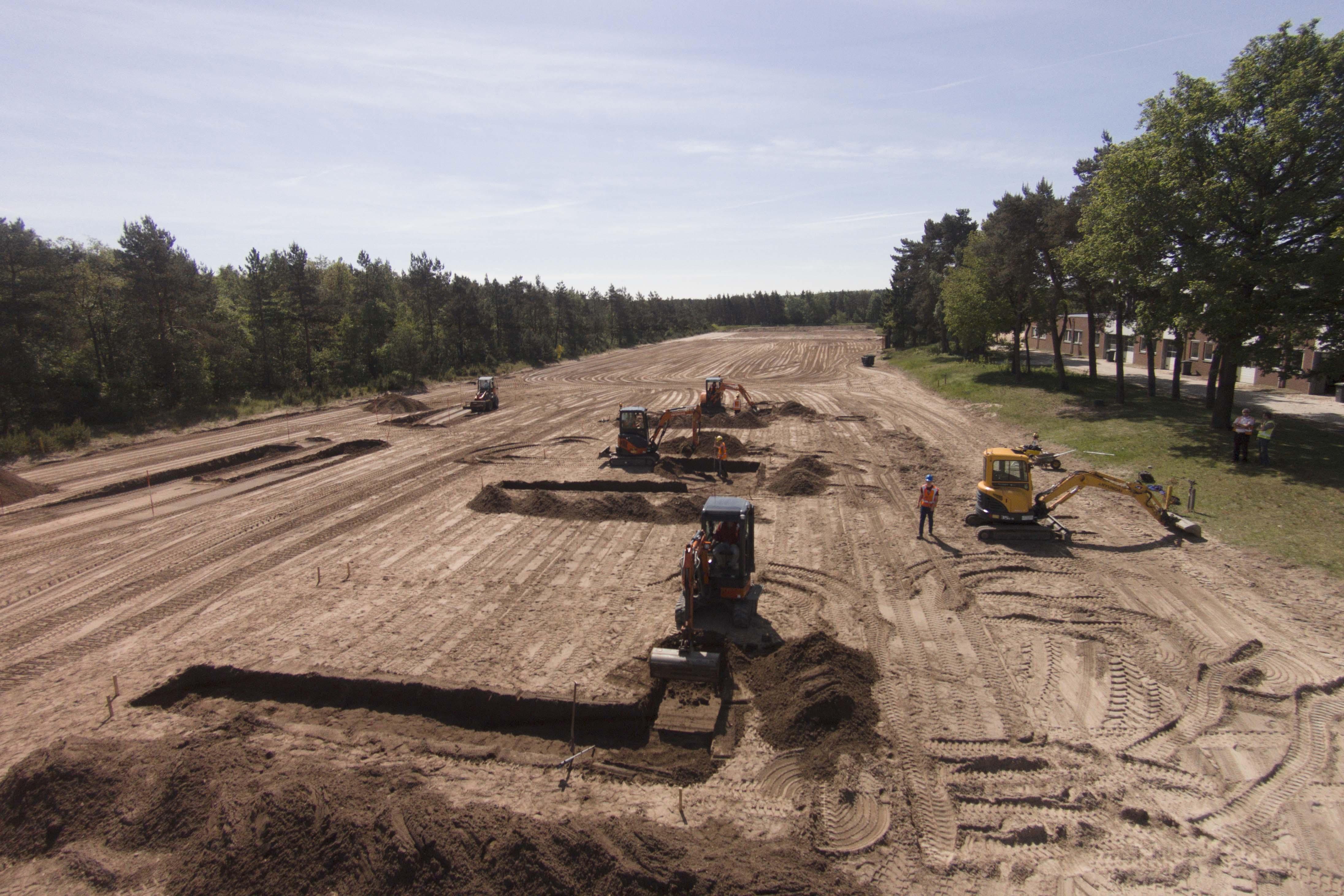 <p>Onverharde terreinen variërend van 2000 m2 tot 20.000 m2 met verschillende soorten zandondergrond</p>